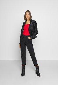 Glamorous - 2 PACK SQUARE NECK BODY  - T-Shirt basic - black / red - 1