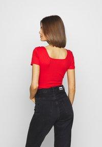 Glamorous - 2 PACK SQUARE NECK BODY  - T-Shirt basic - black / red - 3