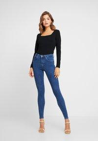 Glamorous - 2 PACK - T-shirt à manches longues - black/khaki - 1