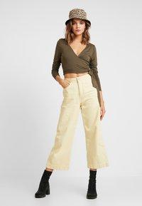 Glamorous - T-shirt à manches longues - khaki - 1