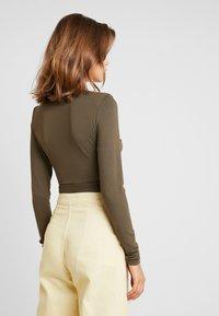 Glamorous - T-shirt à manches longues - khaki - 2