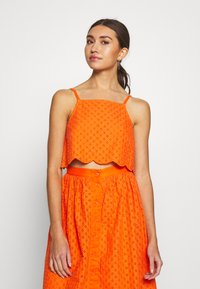Glamorous - BRODERIE ANGLAIS CROP  - Bluzka - bright orange - 0