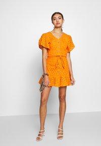 Glamorous - ANGLAIS CROP BLOUSE - Blouse - bright orange - 1