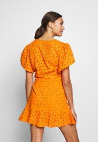 Glamorous - ANGLAIS CROP BLOUSE - Blouse - bright orange - 2