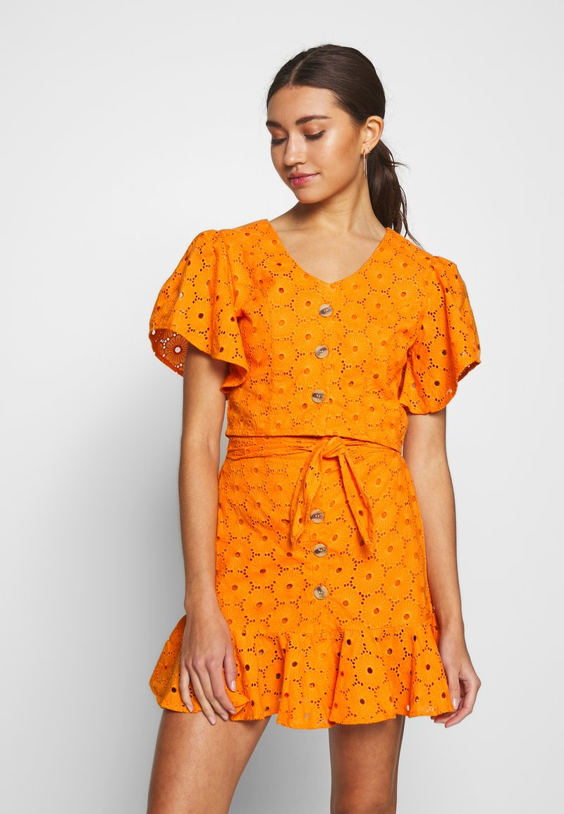 Glamorous - ANGLAIS CROP BLOUSE - Blouse - bright orange