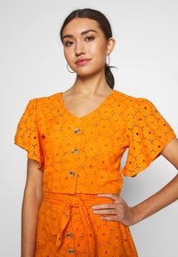 Glamorous - ANGLAIS CROP BLOUSE - Blouse - bright orange - 4