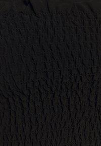 Glamorous - CARE SLEEVELESS SMOCKED CROP TOP WITH RUFFLE TRIM - Bluser - black - 2