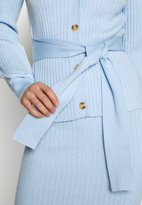 Glamorous - SLOUCHY CARDIGAN WITH BELT - Cardigan - light blue - 5