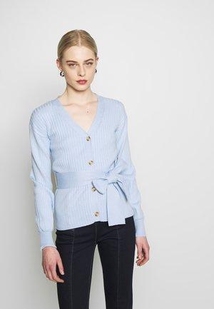 SLOUCHY WITH BELT - Chaqueta de punto - light blue