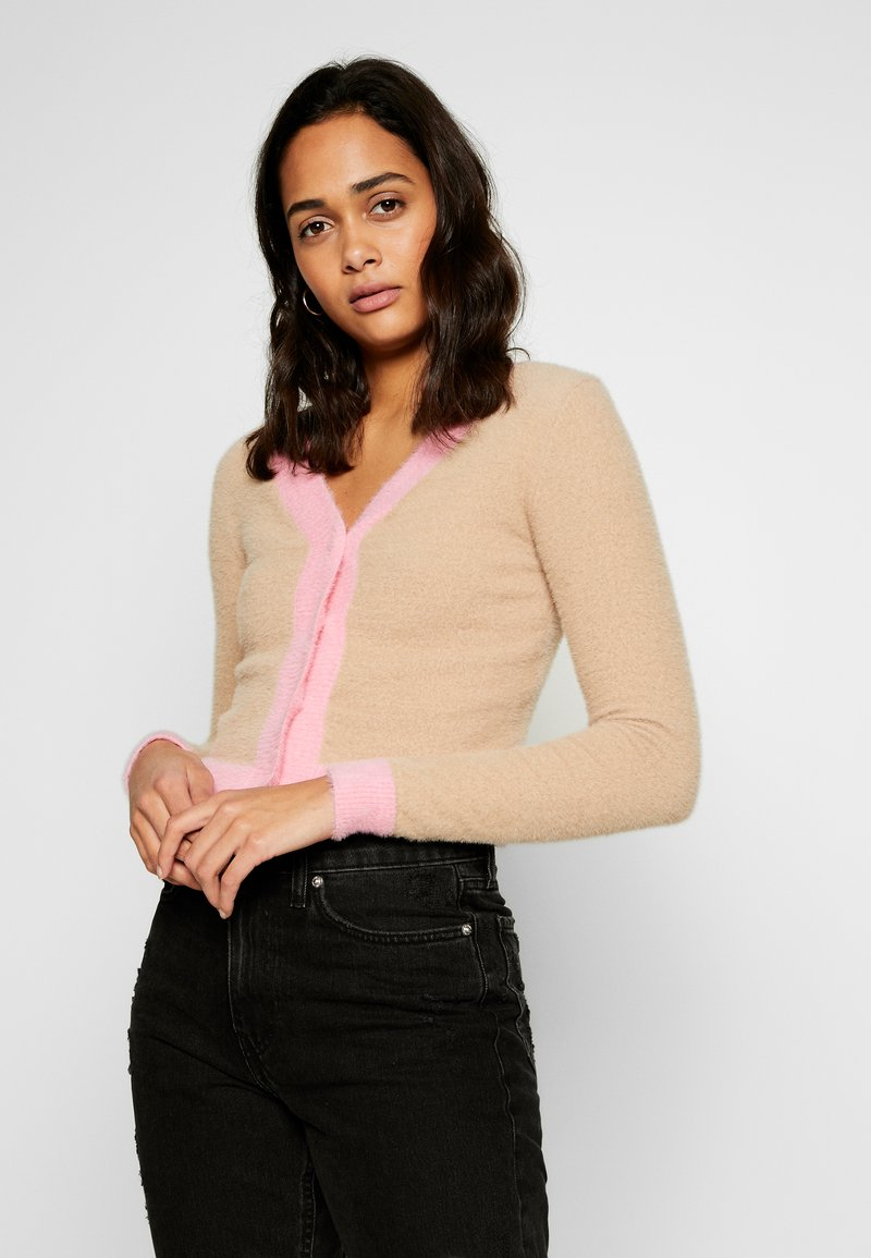 Glamorous - FLUFFY CROPPED JUMPER - Mikina na zip - light pink multi