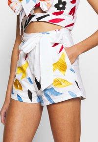 Glamorous - EMBROIDERED WAIST  - Shorts - white - 4