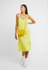 Glamorous - Umhängetasche - mustard yellow - 1