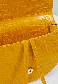 Glamorous - Umhängetasche - mustard yellow - 4