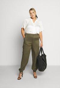Glamorous Curve - COMBAT TROUSER - Kalhoty - light khaki - 1