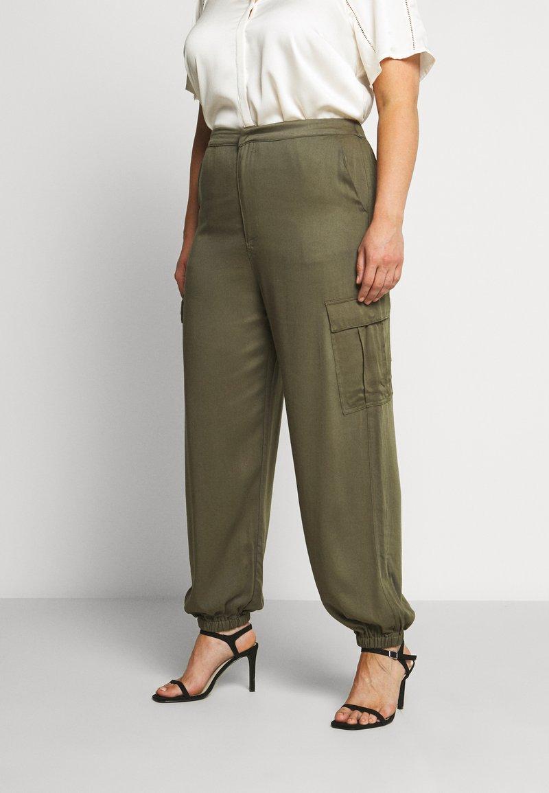 Glamorous Curve - COMBAT TROUSER - Kalhoty - light khaki