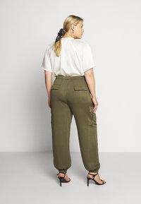 Glamorous Curve - COMBAT TROUSER - Kalhoty - light khaki - 2