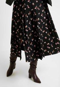 Glamorous Curve - SMUDGE SKIRT - Spódnica trapezowa - black pink - 3