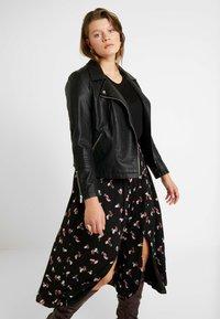 Glamorous Curve - SMUDGE SKIRT - Spódnica trapezowa - black pink - 0