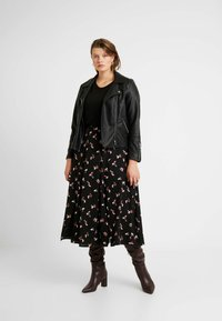 Glamorous Curve - SMUDGE SKIRT - Spódnica trapezowa - black pink - 1