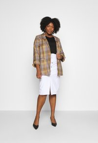 Glamorous Curve - BUTTON DETAIL SKIRT - Pencil skirt - off white - 1