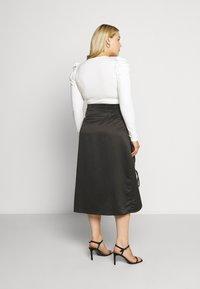 Glamorous Curve - RUCHED SIDE SKIRT - Áčková sukně - black - 2
