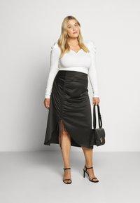 Glamorous Curve - RUCHED SIDE SKIRT - Áčková sukně - black - 1