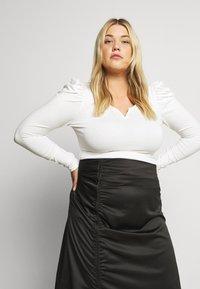 Glamorous Curve - RUCHED SIDE SKIRT - Áčková sukně - black - 3