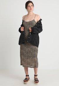 Glamorous Curve - LEOPARD DRESS - Długa sukienka - beige - 1