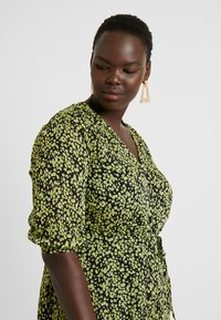 Glamorous Curve - DITSY FLORAL LONG SLEEVE WRAP DRESS - Maxi dress - yellow - 4