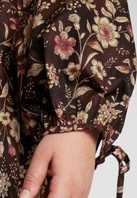 Glamorous Curve - V NECK MINI DRESS - Freizeitkleid - brown - 5