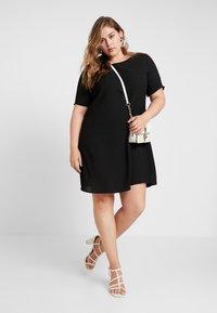 Glamorous Curve - SHIFT DRESS - Vapaa-ajan mekko - black - 2