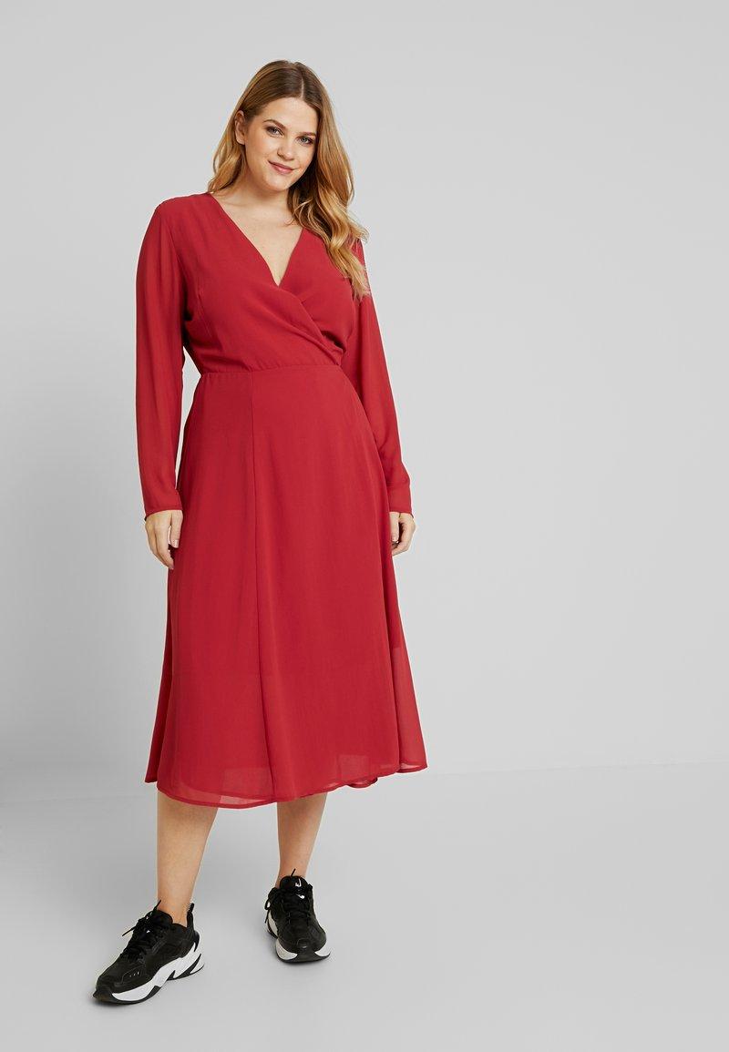 Glamorous Curve - WRAP MIDI DRESS - Denní šaty - red