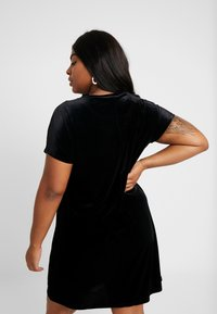 Glamorous Curve - VELVET DRESS - Vardagsklänning - black - 3