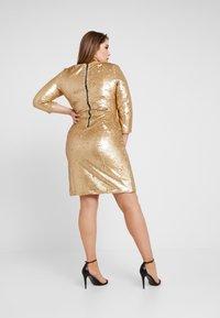Glamorous Curve - 3/4 SEQUIN MINI DRESS - Koktejlové šaty/ šaty na párty - matt gold - 3