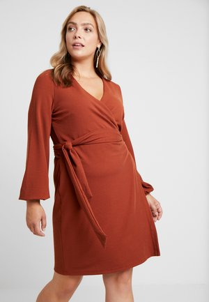 WRAP DRESS - Denní šaty - rust brown