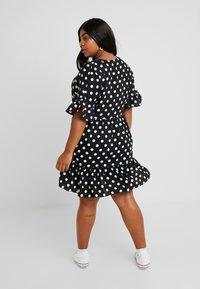 Glamorous Curve - MONOCHROM TIRED POLKA DOT DRESS - Denní šaty - ladies dress tiered - 2