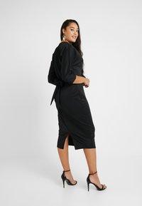 Glamorous Curve - BELTED DRESS - Pouzdrové šaty - black - 2