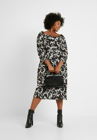 Glamorous Curve - ORIENTAL FLORAL MILKMAID DRESS - Kjole - oriental - 2