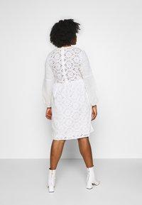Glamorous Curve - BRODERIE DRESS - Vapaa-ajan mekko - ivory - 2