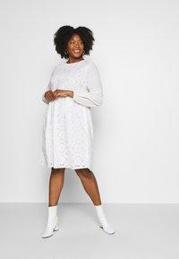 Glamorous Curve - BRODERIE DRESS - Vapaa-ajan mekko - ivory - 1