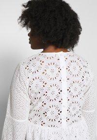 Glamorous Curve - BRODERIE DRESS - Vapaa-ajan mekko - ivory - 5