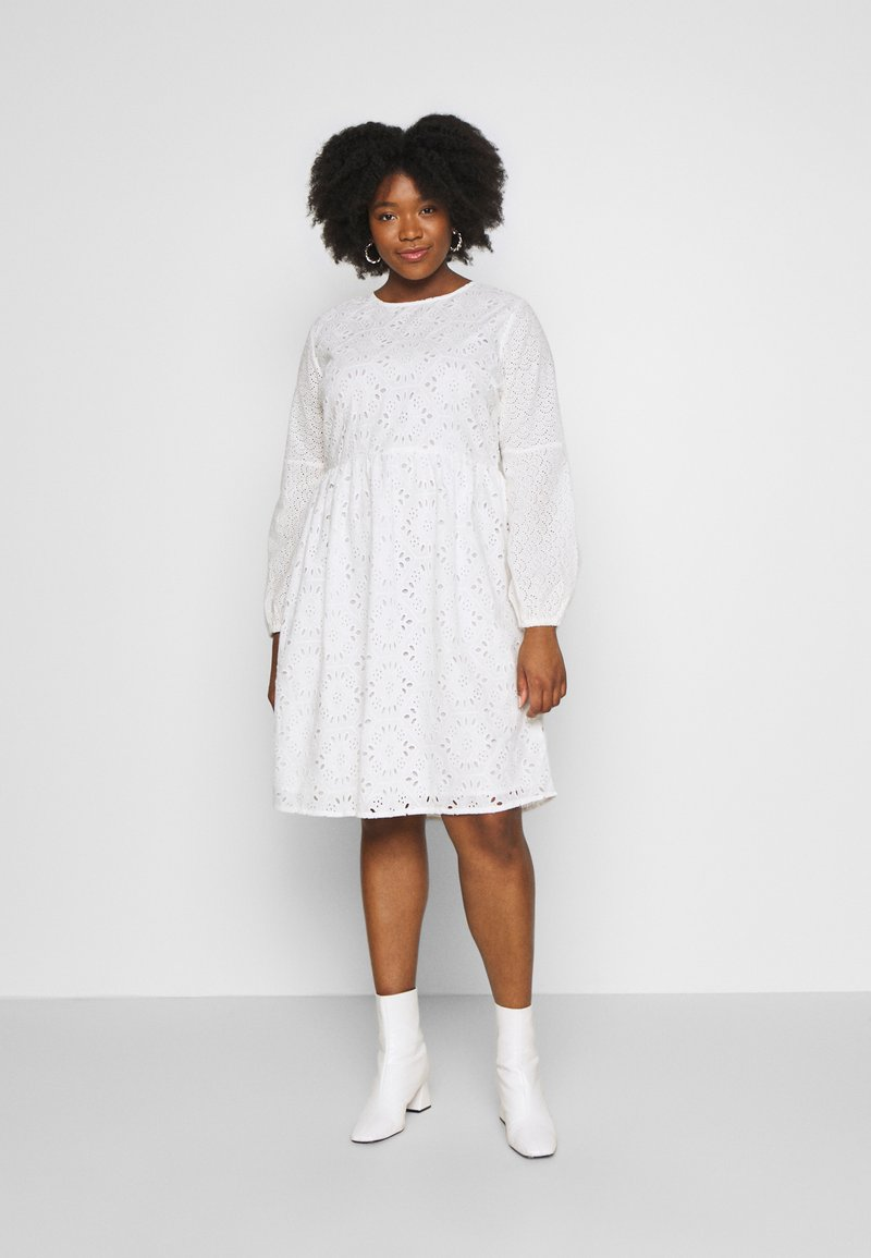 Glamorous Curve - BRODERIE DRESS - Vapaa-ajan mekko - ivory
