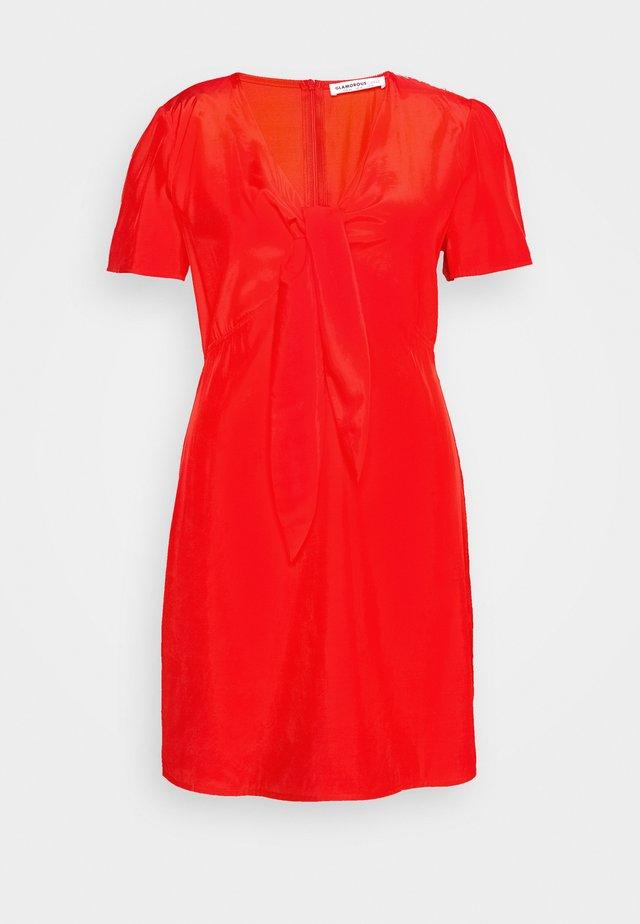 TIE FRONT SHIFT DRESS - Kjole - red orange
