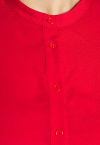 Glamorous Curve - TIE WAIST SHIRT DRESS - Shirt dress - coral red - 4