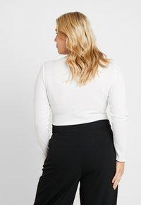 Glamorous Curve - TOROISE SHELL HOOP DETAIL - Bluzka z długim rękawem - cream - 2
