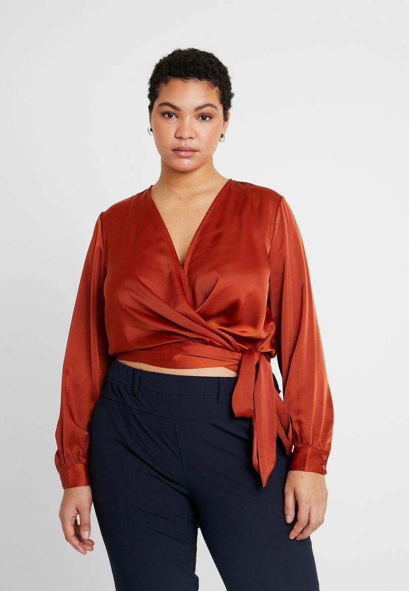 Glamorous Curve - WRAP  - Bluser - rust