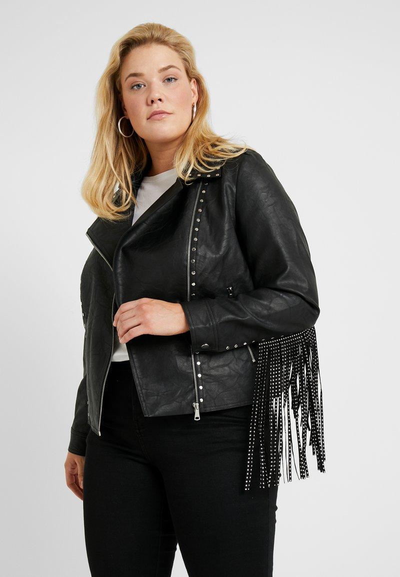 Glamorous Curve - FRINGE BIKER JACKET - Imiteret læderjakke - black