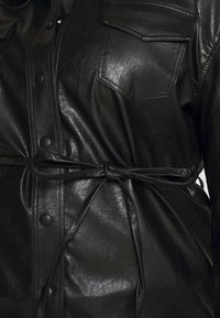 Glamorous Curve - SHIRT JACKETS - Faux leather jacket - black - 5