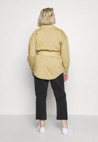 Glamorous Curve - TIE WAIST SHACKET - Denim jacket - ivory - 2
