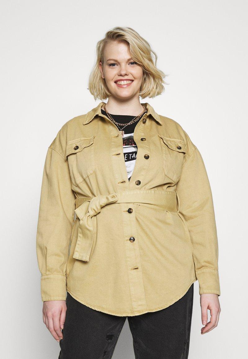 Glamorous Curve - TIE WAIST SHACKET - Denim jacket - ivory